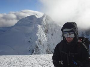 al fondo el nevado de Chacraraju